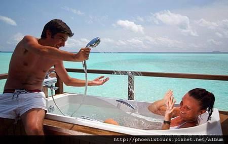 雙魚渡假村_兩人旅行的世界,總是充滿甜美回憶,全台唯一上巿旅行社-鳳凰旅遊,精心規劃「馬爾地夫歐芙菲利Olhuveli Resort 6天」,將安排旅客前往世界最浪漫的蜜月渡假勝地,並入住四晚雙魚渡假村沙灘套房,一島一飯店的絕對隱私,讓假期更從容自在。