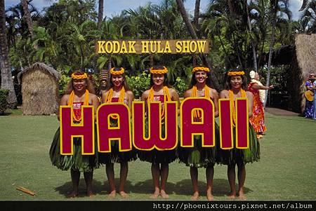 """【醉氧 夏威夷】 咖啡喝多了 會心悸. 酒喝多了 會醉酒,過量可能對健康產生不好的影響。 但~ 唯有到 夏威夷 呼吸那純靜的空氣, 吸到 """"醉氧"""" 保證身心舒暢。  #鳳凰旅遊  ◎獨家與華航配合 保證 #直飛夏威夷班機 ,每班保留 6 席商務艙機位 ◎獨家與 Sheraton Waikiki 合作, 保證入住海景房,更享有  1.進入行政交誼廳 (Leahi Lounge),盡享舒適的休閒環境。 2.可自費前往只提供入住 SHERATON WAIKIKI 海景房貴賓才可進入的Waialae Country Club 私人俱樂部球場 ♥出發日期推薦♥"""