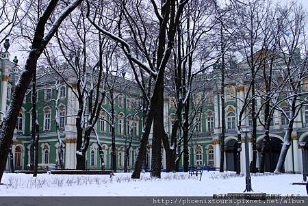 【冬季 是最能體驗俄羅斯之美的季節】 博物館及教堂排隊的人少了,芭蕾舞團也回來了,呼吸幾口冰涼的空氣,放眼望去,彷彿走進了一幅美麗紛飛的雪景畫中。   鳳凰旅遊 推薦 北國風情:俄羅斯  http://goo.gl/CK5oEW