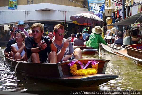 泰國好吃好玩又好買,一向都是最受歡迎的旅遊地區,在濕冷的季節裡,前往泰國享受東南亞的溫暖風情再好不過;鳳凰旅遊推出2014/1/10前,預購泰國一、二月份限定團,享第二人減NTD3,000元折扣,名額有限,報名要快!