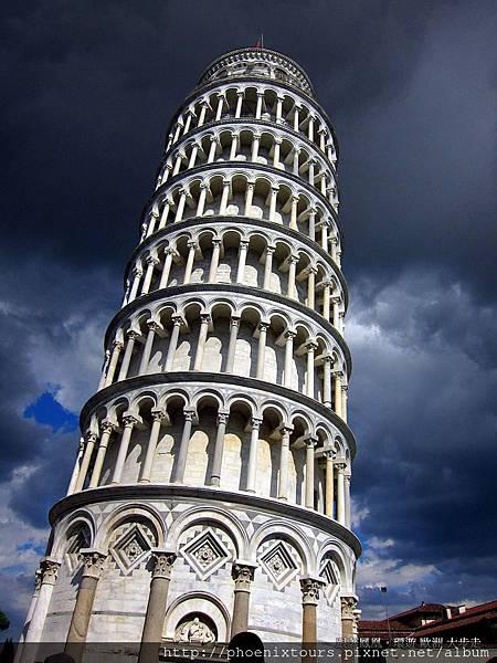 無論是施工之誤或地層下陷所致,列名世界七大建築奇景的比薩斜塔,永遠受遊客所青睞。