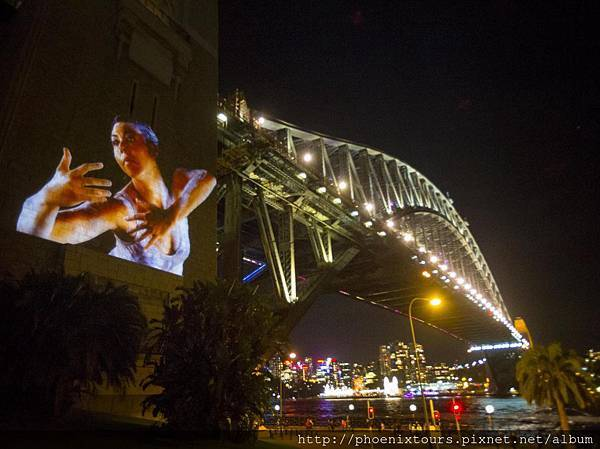Vivid%20Sydney%202014_The%20spirit%20of%20Patyegarang_Walsh%20Bay_Sydney_Harbour%20Bridge_James%20Horan_DNSW_051