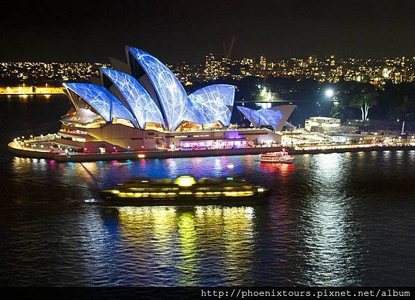 Vivid%20Sydney%202014%20Sydney%20Opera%20House%20view%20from%20Harbour%20Bridge%20James%20Horan%20DNSW%20024