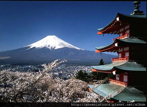 日本國家旅遊局下載m_162679富士山和忠靈塔(淺間公園)_©Fujiyoshida City© JNTO