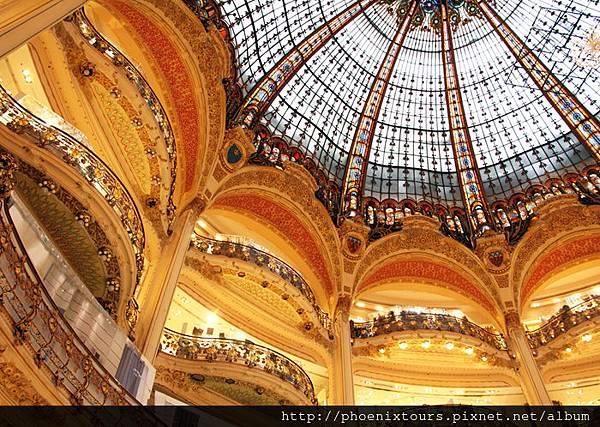 shutterstock_121838179_Galeries.Lafayette_Paris