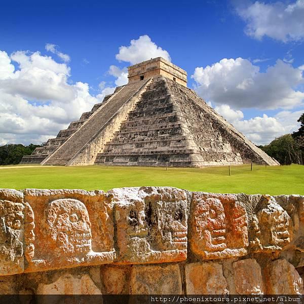墨西哥猶加敦半島_奇岑伊扎羽蛇神金字塔shutterstock_75765847