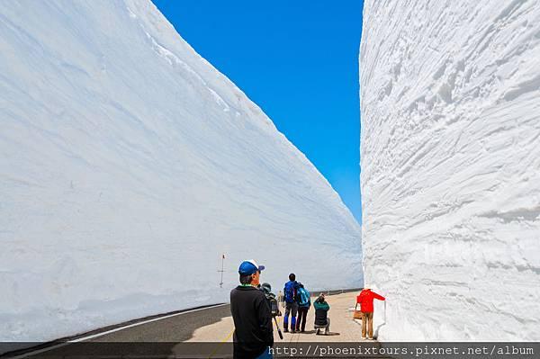 日本雪牆shutterstock_180592901