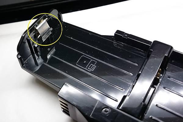 電池手把上固定彈片.jpg