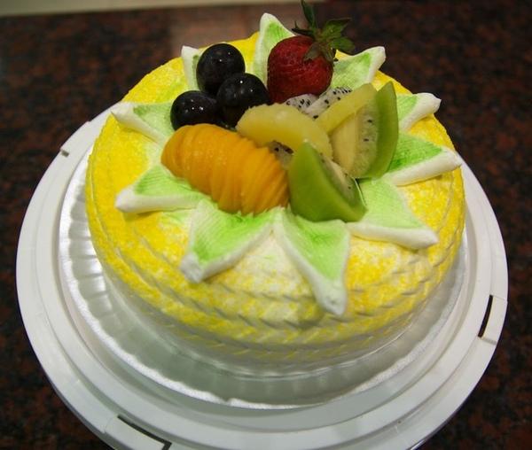 98.2.16蛋糕裝飾3-1鳳梨