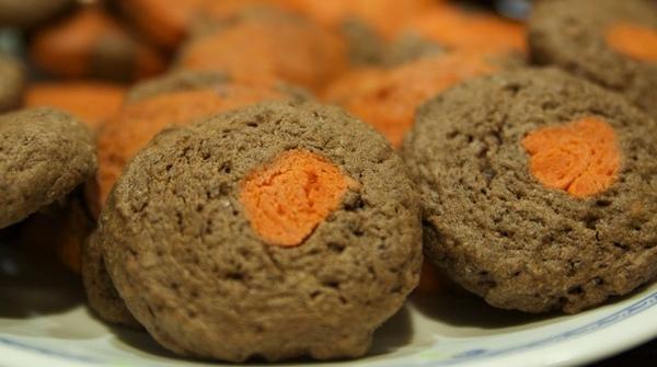 巧克力餅干(中間是起司)
