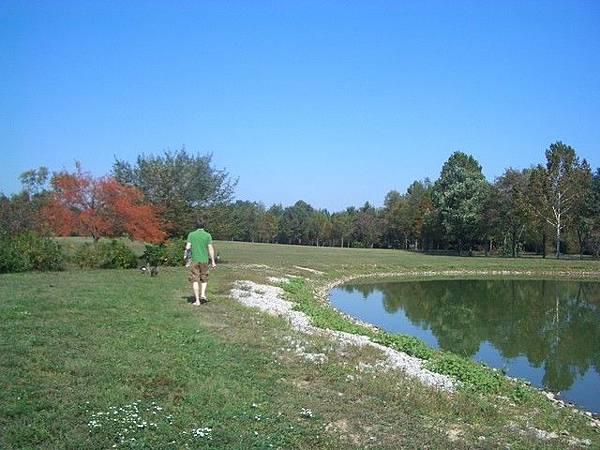 公園內有一個小小的湖