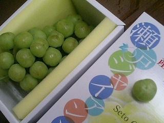 幸運草形狀的綠葡萄