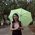 好熱,豬媽難得外出會撐傘,堪稱難得一見。