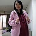 2009.11.17 粉紅暖冬裝-豬爸說今天穿的好可愛喔!
