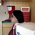 2009.11.22 豬媽心想為何店員一直笑..原來是豬爸在旁邊偷拍!