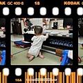 2010.08.16 蘋果綠草莓 咬鋼琴與站起來03.jpg