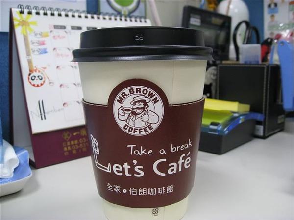 2009.11.17 鯨魚媽嘛送我一杯拿鐵,以前不喝咖啡,現在覺得好好喝喔!