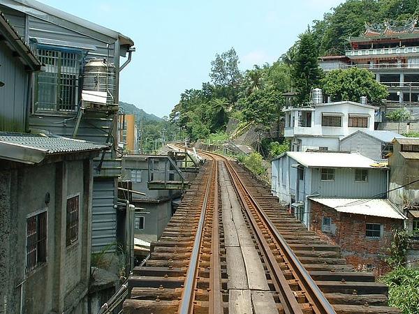 平溪到菁桐的火車軌道