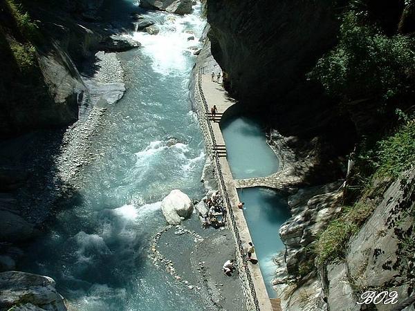 吊橋俯拍文山溫泉