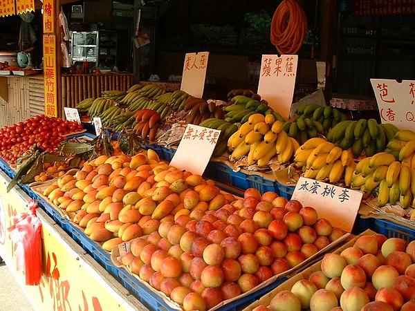 色菜豐富的水果攤