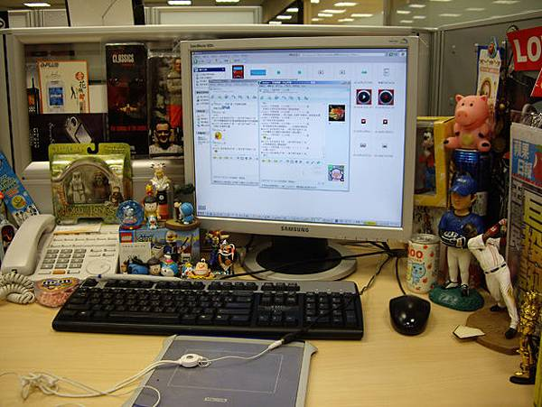 辦公室桌上-整理前1