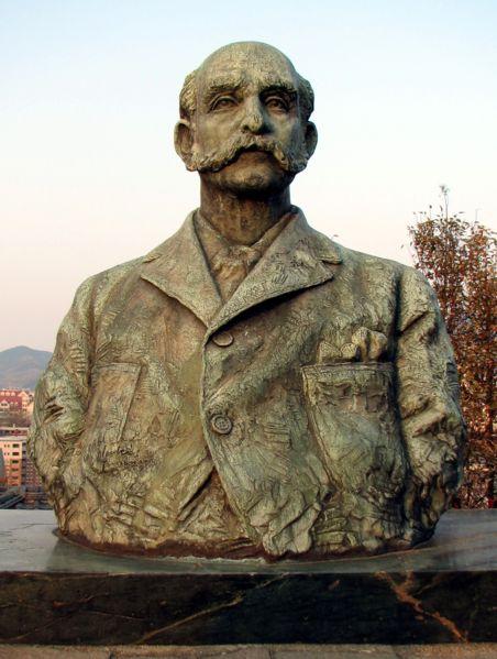 Thomas Blake Glover Statue.jpg