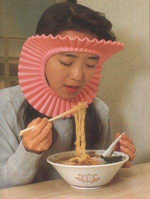 奶油獅甜甜圈吃麵中.jpg