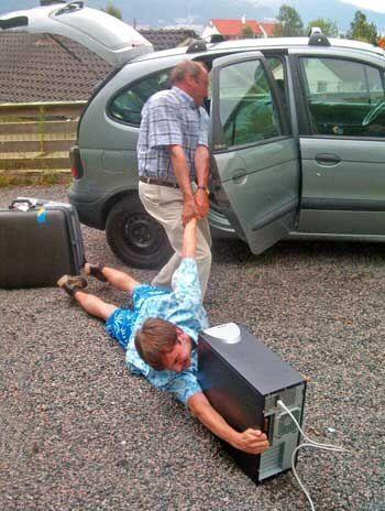 現在的小孩沒電腦活不下去.jpg