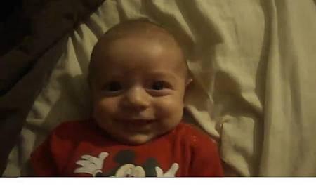 男嬰見媽媽笑就驚恐 網路爆紅.JPG