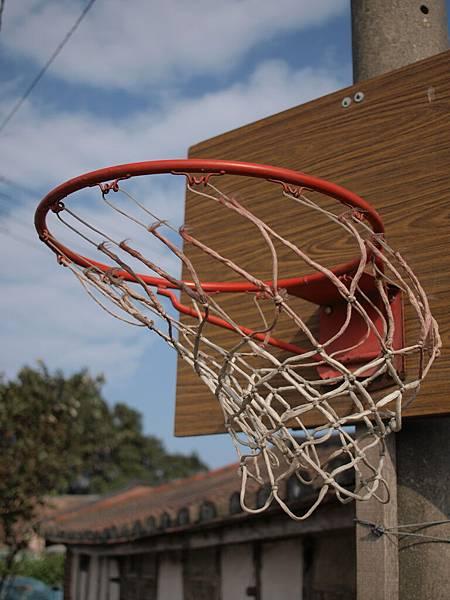 狂風中的籃網.JPG