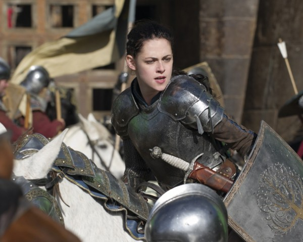 snow-white-battle-armor-1024x816-e1334692613632