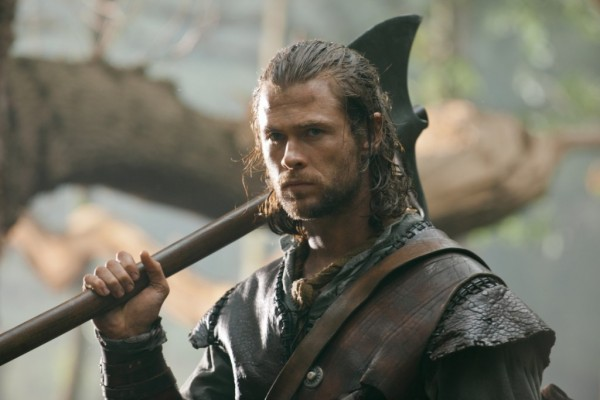 snow-white-huntsman-chris-hemsworth-1024x683-e1334692661748