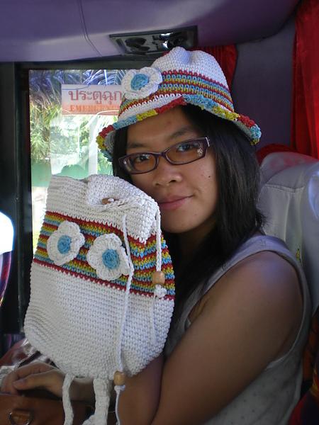 買的民族風帽子+小包包