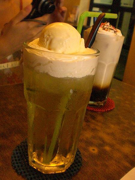 巴洛可可─漂浮綠茶.拿鐵巧克力脆片