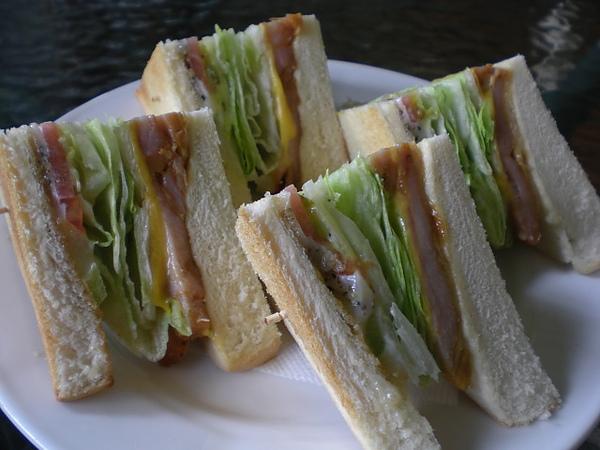 安提瓜─香烤嫩雞起士生菜三明治