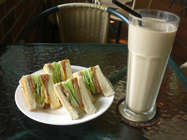 安提瓜─三明治+英式鮮奶茶