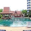飯店內的游泳池