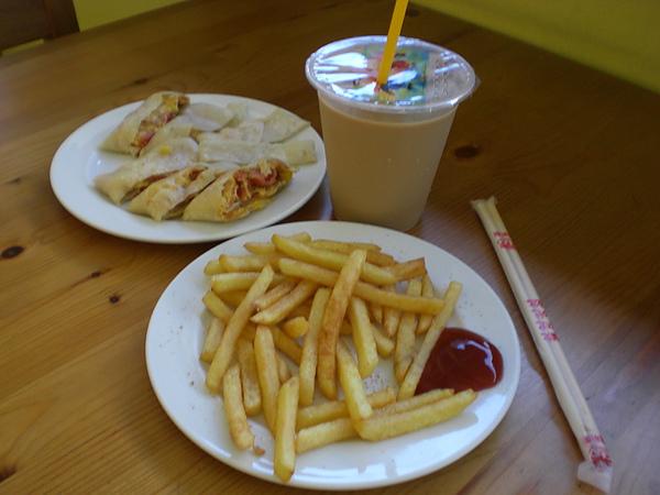 金雞─薯條、總匯蛋餅