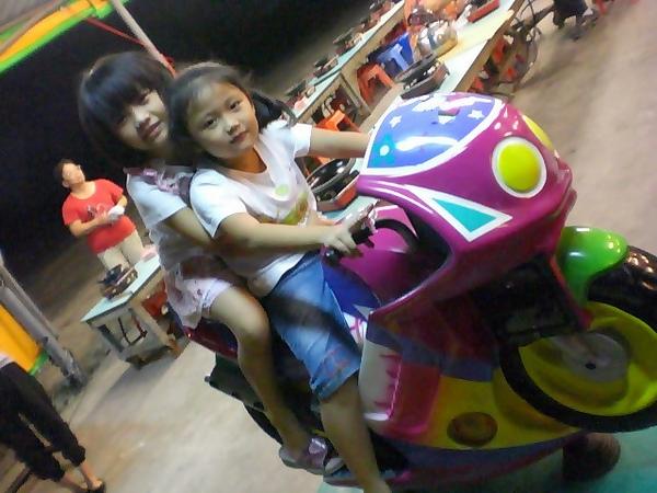騎摩托車要戴安全帽唷!