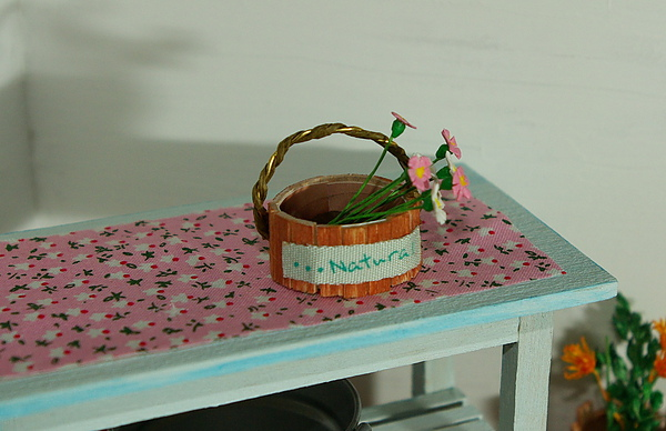 桌上的小盆花.jpg