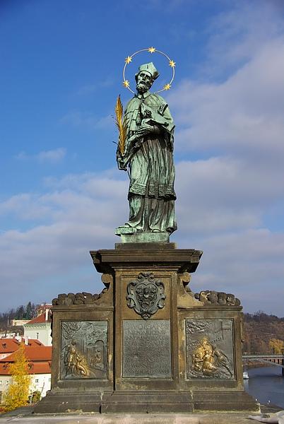 查理大橋上的雕像-1.JPG