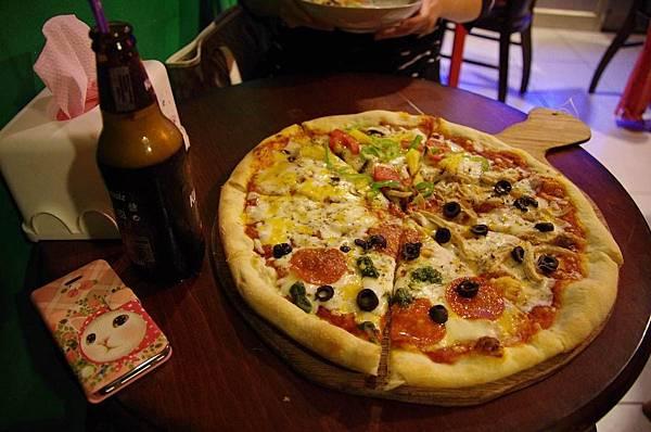 pizza上桌了.jpg