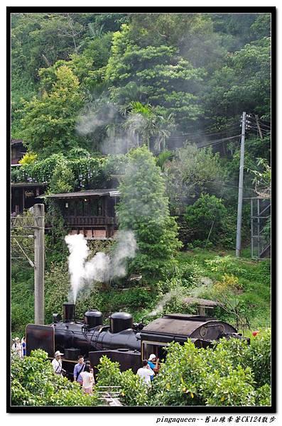 山中的火車.jpg