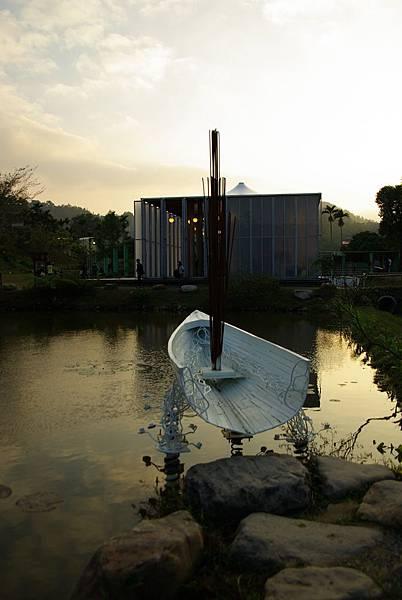 池裡的小船.JPG