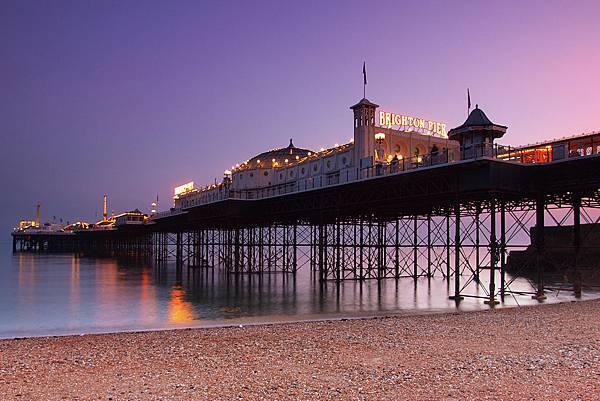 Brighton_Pier_at_dusk