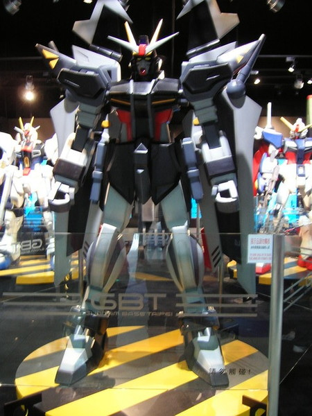 好大的機器人阿
