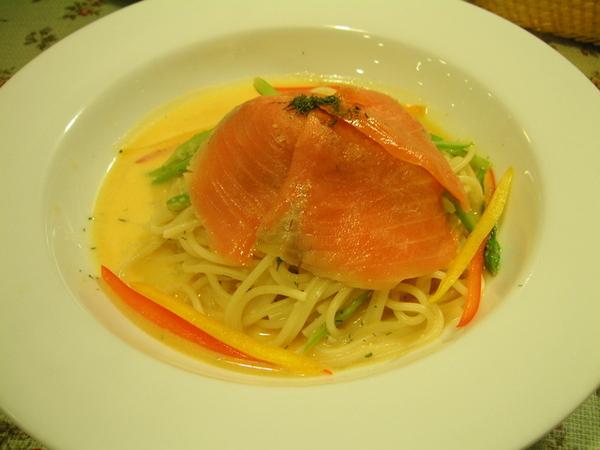 君的晚餐─彩蔬腌壎鮭魚麵