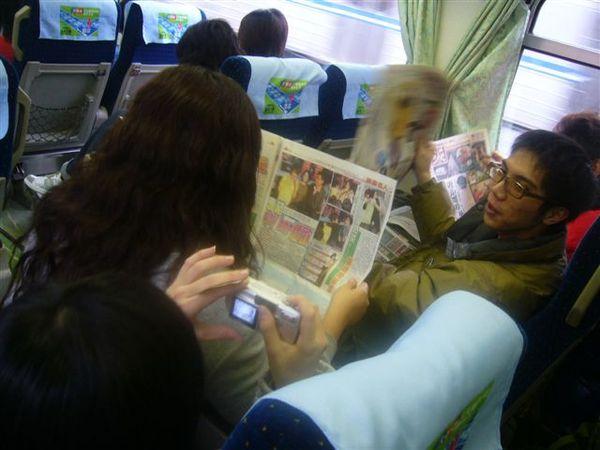 媽祖看報紙