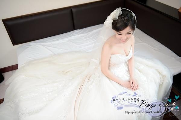 新秘pingi倚恩小瑜-53婚紗造型.JPG