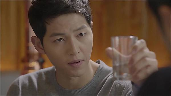 Descendants_of_the_Sun-13.mkv_20160406_235100.480.jpg